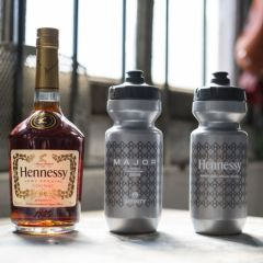 *AFFINITY × HENNESSY* major water bottle (silver)