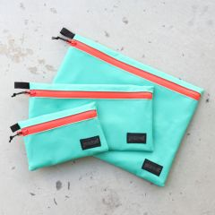 *BLUE LUG* dry pouch (mint green/flash red)