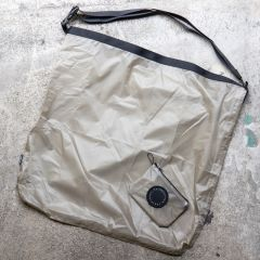 *FAIRWEATHER* packable sacoche (gray beige)